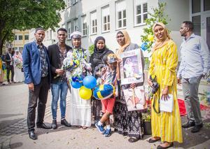 Ishwaq Abdullahi tillsammans med sina nära och kära.