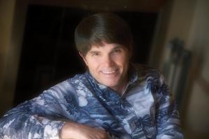 Halv sju på morgonen sätter sig Dean Koontz vid tangentbordet hemma i Los Angeles. Pressbild.Foto: Thomas Engström