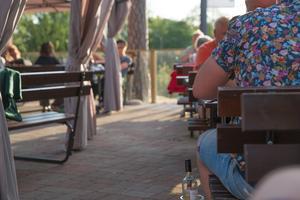 Skansholmen fritid AB byggde ett trädäck med kvällssol till bistron. Men för det krävs dispens från strandskyddet, menar länsstyrelsen.