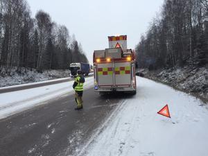 Enligt räddningstjänsten ska det vara extremt halt på platsen.