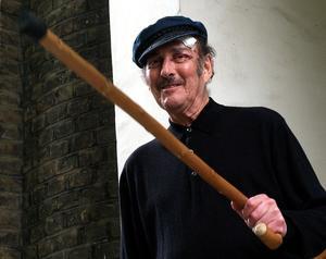 Den brittiske dramatikern Harold Pinter i samband med att fått beskedet om att tilldelas Nobelpriset i litteratur 2005. Foto: AP