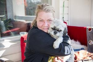 Paulina Koorem med sin älskade hund Laban.