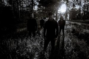 Oro består av Petter Nilson (gitarr, sång), Sebastian Andersson (gitarr), Sebastian Conde (bas), John Stöök (trummor). Pressbild: Petter Helmin