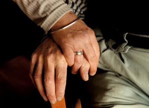 De två demensteamen, det södra och det norra, planeras att slås ihop senast i februari. Nu oroar sig personalen vid demensteam syd, som år 2008 fick pris som Sveriges bästa  av drottning Silvia, hur det kommer att gå. Bild: Jan Forsman / TT