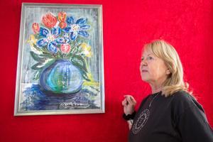 Mycket färg möter besökaren när Christel Bäckman ställer ut på Konstpoolen i Nynäshamn.