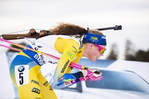 Hanna Öberg hade guldläge efter första skyttet – men sköt bort sig.