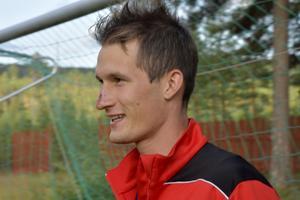 Andreas Nilsson offrade näsan och riskerade tänderna för att lyfta Åsen mot Malung United i förra veckan. Redan efter åtta minuters spel blev det ambulansfärd, men helsingborgaren Andreas kunde åtminstone glädjas åt sitt lags 3–2-seger.