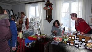 Inomhus fanns fint hantverk att köpa. Foto: Lajla Gahnström