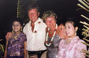 Inge och Margaretha tyckte om att resa. Vid millennieskiftet firade de nyår i Thailand. Foto: Privat