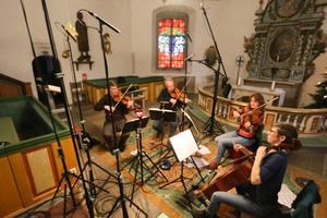 Så här såg det ut vid inspelningen av skivan med Dag Wiréns stråkkvartetter. På bilden: Roger Olsson, violin, Hans Elvkull, violin, Linn Elvkull, viola och Hanna Thorell, cello.