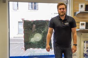 Niklas Roos är butiksföreståndare för PO radio i Delsbo.