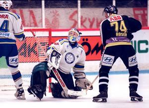 Åke Liljebjörn i Leksandsmålet i en match mot Västerås 1997. Foto: Esbjörn Johansson