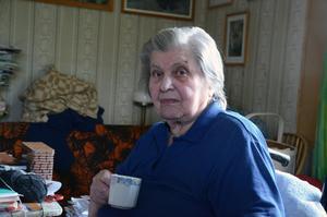 Efter att ha levt avsides i byn Storbron har trots allt inte Martha Larsen någon längtan till mer bebodda trakter.