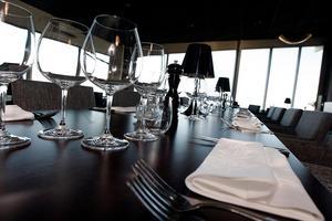 2011: Restaurang 180 grader renoveras, liksom 80 av den 183 hotellrummen.
