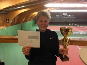 Theodor Frölander var en av segrarna under helgens tävlingar. Foto: Sundsvalls Tennisklubb.