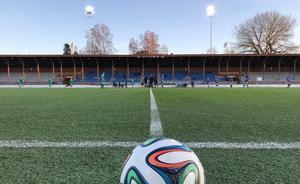 Dags för avspark – igen. Nu spelas det fotboll på Strömvallen igen.