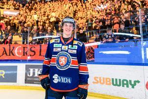 Elias Pettersson hyllades av publiken efter rekordet – och av Kenta Nilsson efter matchen.Bild: Jonas Ljungdahl/Bildbyrån
