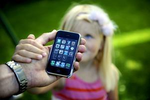 Smartphoneföräldrar blir allt vanligare. Foto: Erik Mårtensson/SCANPIX