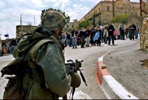 Karl Beijbom hoppas på att palestinierna får en egen stat och kan leva i fred med Israel. Foto: AP Photo/Lefteris Pitarakis