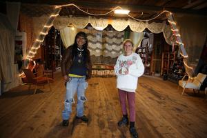 Scenen i Stora ladan. Moises Ramos kommer att sälja sitt hantverk och Malin Höglund håller samman hela festivalprogrammet.