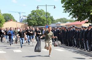Under torsdagen och fredagen var det Muck för rekryterna på Skövde garnison.Foto: Försvarsmakten