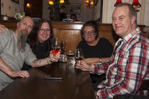 Bishops Arms. Magnus, Anna, Pernilla och Anders.