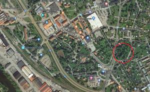 Det var i höstas som fastighetsbolaget Lotshem förvärvade marken. Enligt vd:n ska även rådande detaljplan tillåta en byggnation av ett äldreboende på platsen. Foto: Google Maps.