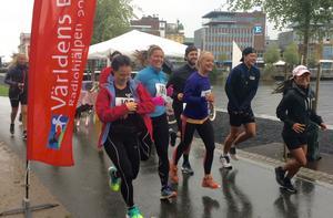 Där gick starten! Johanna Svensson i mitten.