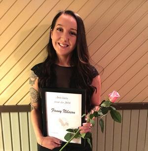 Fanny Nilsson, pristagare som årets elev vid Frisörföretagarna Dalarnas årliga prisutdelning.
