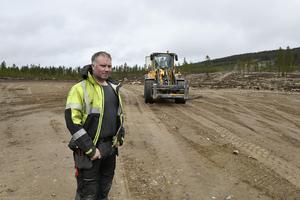 Thomas Vernersson från Taubane Teknikk på plats där den nya dalstationen för expressliften på Idre Himmelfjäll nu börjat byggas.