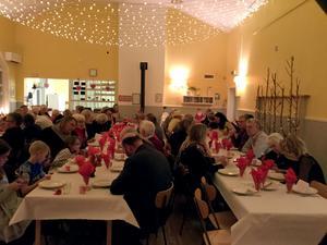 Vilken trevlig fest! Fotograf: Birgitta Stattin