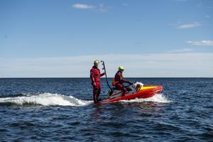 Sjöräddningen var på plats med både båtar och vattenskoter för att hålla koll om det skulle ske en olycka.