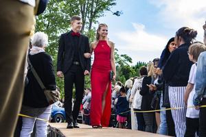 Jesper Dolk tog med sig flickvännen Angelina Ferm som dejt till studentbalen