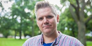 """""""Att människor inte har råd att bo kvar är en allt för vanlig konsekvens av utförsäljningar av allmännyttiga lägenheter, men detta oroar såklart varken liberala ledarsidan på DT eller borgerliga Ludvikapolitiker"""", skriver Lars Handegard, Vänsterpartiet Ludvika. Foto: Martin Wik"""