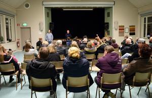 Mötet för och av byborna i Folkets hus var välbesökt.
