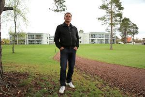 Det blir ingen nyproduktion i Orsa inom överskådlig framtid. Roland Fållby visar orådet Måsen, med 16 lägenheter som byggdes 2016.