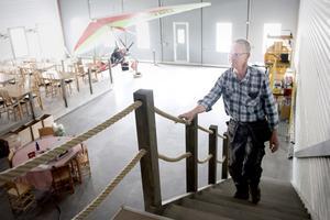 Mats Norberg är kritisk till kommunens hantering av ärendet kring Restaurang Hangaren vid Åviken Fly Camp.