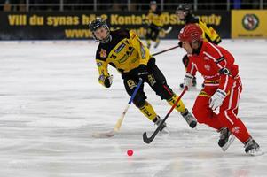 Spelande tränaren och åldermannen Jesper Bryngelsons Nitro/Nora förlorade annandagsderbyt mot ÖSK med 6–3.