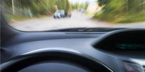 Den unga föraren är misstänkt för att ha kört bil medans han var påverkad av narkotika. Polisen stoppade mannen i fredags kväll på ringvägen i Köping. Foto: Mikael Forslund/arkiv.