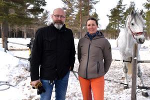 Lasse Ericsson, fritidschef, och Vicky Pettersson, ridskolechef. De har tillsammans lyft klubben.