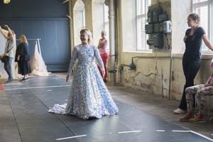 Designern Frida Jonsvens ligger bakom kreationerna på catwalken.