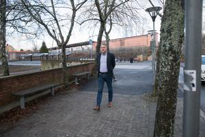 Anders Ydebrink har varit rektor på Hovsjöskolan, Vallaskolan och Eneskolan. Idag är han rektor för Igelsta grundskola.