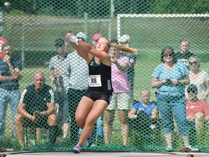 Hillevi Carlsson satsar mest på slägga, men har i och med framgångarna i tyngdlyftning också visat att hon kanske kan kombinera båda idrotterna. Foto: Privat.