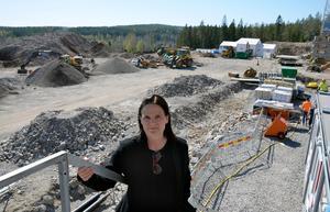 Lotta Björklund på en bild från i maj 2018 då bygget hade inletts.