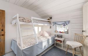 Barnrum med plast för våningsäng. Bild: Bjurfors