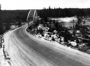 Gamla bron över Ockerströmmen 1973.