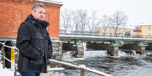 Magnus Andersson vid Herrgårdsbron som ska repareras för 59 miljoner kronor.