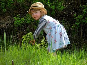 """""""Här är Viola, 3 år, och hälsar på sin farmor i Laxå."""" Foto: Margareta Swenson, Laxå"""