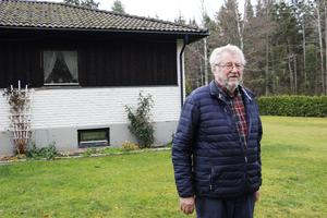 Gilbert Sundström funderar på att anmäla Älvkarleby kommun till inspektionen för vård och omsorg (IVO) med anledning av deras agerande gentemot hans klient.