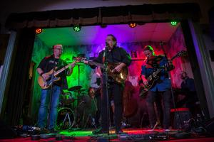Bandet gjorde under lördagskvällen sin tredje spelning på scenen i Älandsbro.